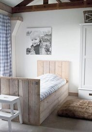 kinderbedden: steigerhouten kinderbed