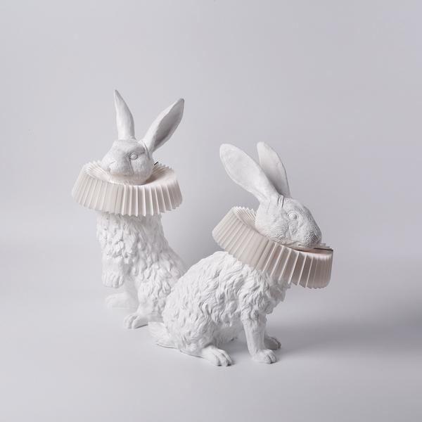 Hasenlampe Mit Deko Skulptur Fur Wohnzimmer Schlafzimmer Kinderzimmer In 2020 Decorative Sculpture Decor Sculpture