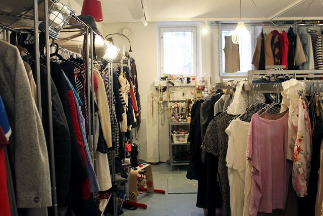 Vallilan Stoori on itsepalvelukirpputori Helsingin Vallilassa, jossa on panostettu erityisesti tuotteiden persoonalliseen ja tyylikkääseen esillepanoon.