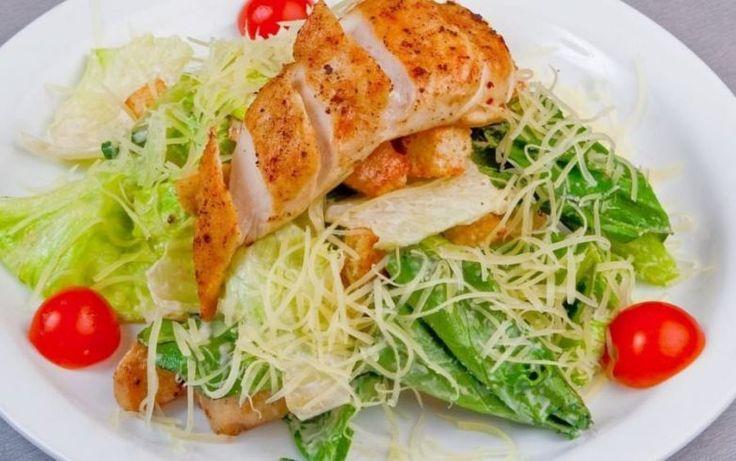 9 самых вкусных салатов Салат «Цезарь с курицей»