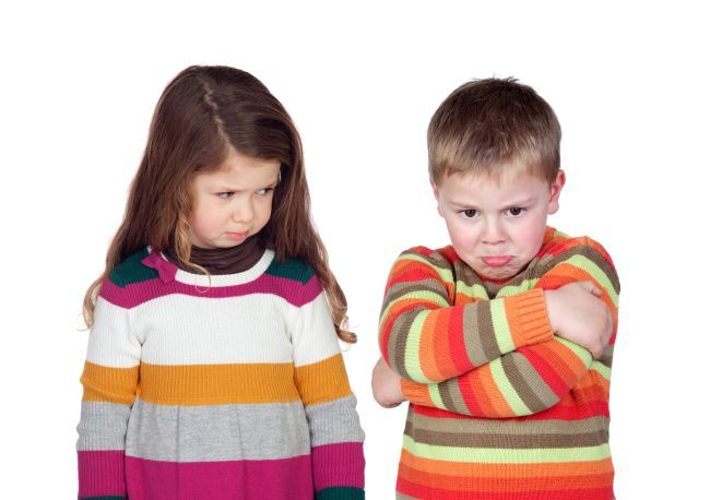 4 tehnici prin care sa temperezi rivalitatea dintre frati