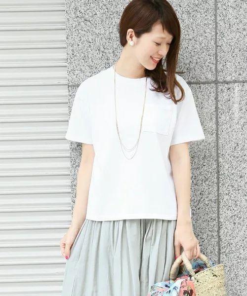 白Tシャツの合わせ方♡繊細なゴールドチェーンネックレスとふんわりスカートを組み合わせて♡♡カジュアル過ぎないモテコーデ術(*˘︶˘*).。.:*♡