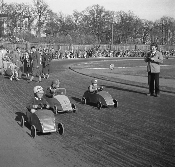 Boxcar race at children's festival in Västerås, Sweden, 1953