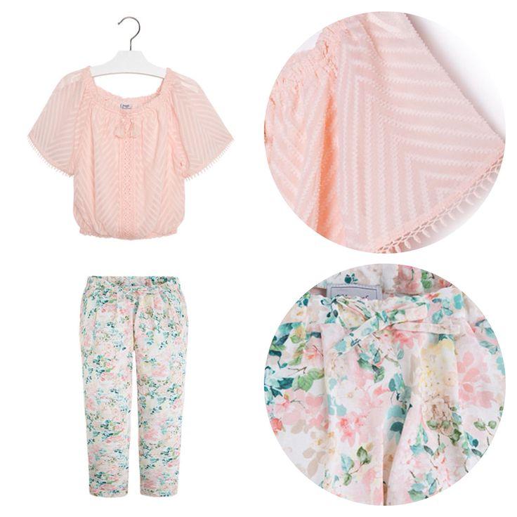 Вискозные брюки, блузка с открытыми плечами.