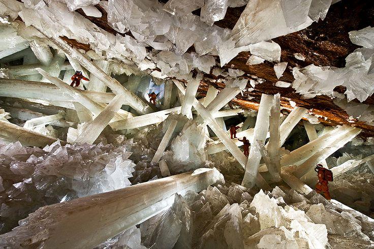20 невероятных мест на планете, в существование которых сложно поверить. Шахта Нэйка  — Хрустальные пещеры, Мексика