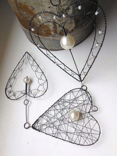 Srdíčkový závěs s perlami