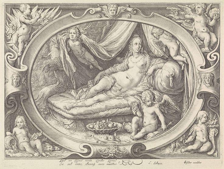 Jan Saenredam | Venus rustend op een bed, Jan Saenredam, Cornelius Schonaeus, Claes Jansz. Visscher (II), 1575 - 1607 | In een ovale cartouche de godin Venus, die naakt op een bed ligt. Op de grond naast haar Amor met pijl en boog. Twee engeltjes houden het baldakijn van het bed omhoog. Rondom de carouche in de hoeken vier putti met de vier elementen(van links boven naar rechts onder: vuur, lucht, water en aarde). De prent heeft een Latijns onderschrift.