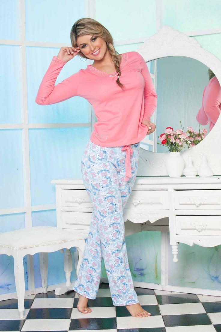 Pijama Blusa Coral M/L y Pantalón Estampaciones mariposas tonos pasteles