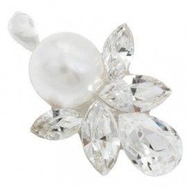 O adevarata dovada de bun gust, o etalare a personalitatii pline de farmec si eleganta desavarsita exprimate printr-o bijuterie care se diferentiaza prin concept si frumusete! Cristale navette si perla in constructie transparenta pe tija si cu surub din argint. Lungime pandant = 2.4 cm Latime pandant = 1.9 cm Pandantul de mireasa va fi ambalat in cutie de bijuterii oferita CADOUsi va fi livrat catre client direct din atelier.