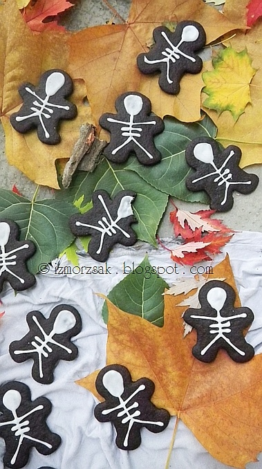 Skeleton cookies for Halloween made from Gingerbread man cookie cutters