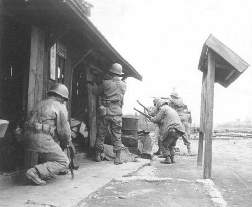 a history of the korean war from 1950 to 1953 Fought between 1950 and 1953, the korean war divided the peninsula and forced the world to choose sides with china and the soviet union supporting north korea while the us was backing south korea.