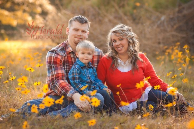 Family Portrait: Family Posing Idea: Family of 3: Herald Photography: Great Falls, MT Photographer