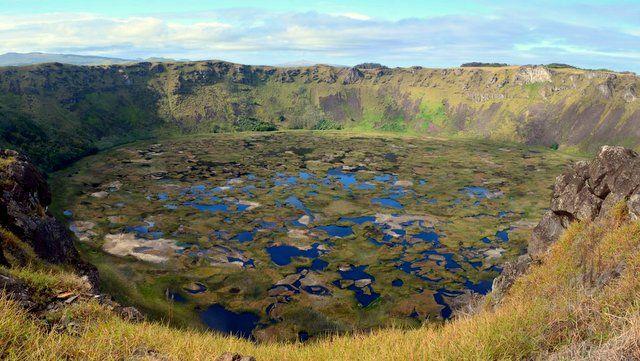 Cráter y laguna del volcán Rano Kau, un lugar mágico