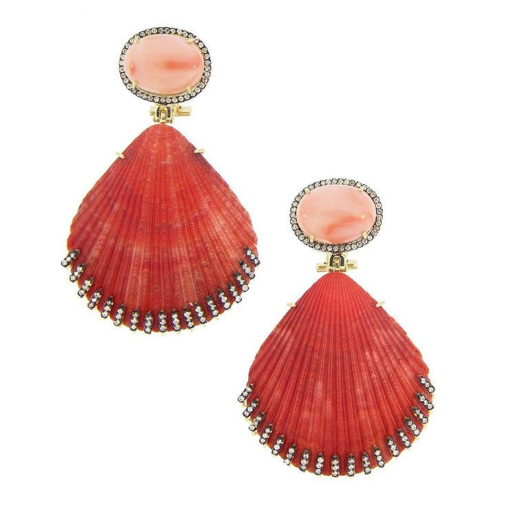 Earrings by Silvia Furmanovich  with pink coral diamonds and two red shells  Bright colours for the spring! __________  Pendientes de Silvia Furmanovich  con coral rosa diamantes y dos conchas marinas rojas  Colores alegres para la primavera! __________  #DeJoyaEnJoya #FromJewelToJewel #JewelryBlog #SilviaFurnanovich #InstaEarrings #pendientes #ohrringe #bouclesdoreilles #BrazilianJewelry #MadeInBrazil #Luxury #BrazilianLuxury #shell #concha #mar #InstaJewels #JewelryGram #joyas…