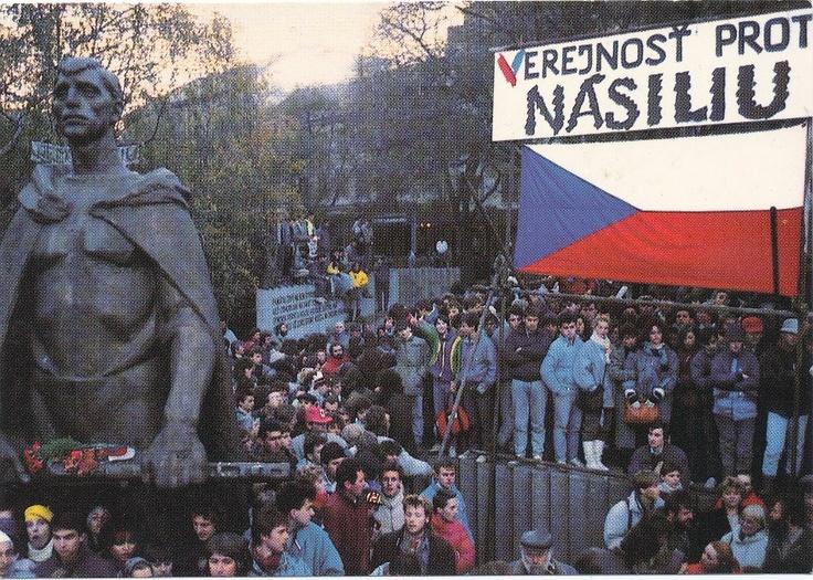 """koniec roku 1989 - """" Sametová revolúcia """" nám.SNP"""