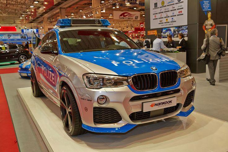 """Jahr für Jahr beruft die Initiative """"TUNE IT! SAFE!"""" des Verbandes Deutscher Automobil Tuner e.V. (VDAT) einen Veredler, um ein Fahrzeug für einen möglichen Polizei-Einsatz aufzubereiten. Die Botschaft hinter der Kampagne: Tuning soll Spaß machen und gleichzeitig sicher sein."""