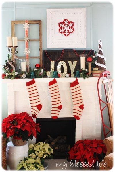 LOVE this Vintage #Christmas Mantel from @blessedlife2