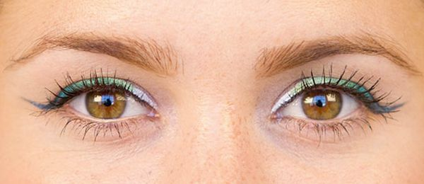 cool gradient green eyeliner