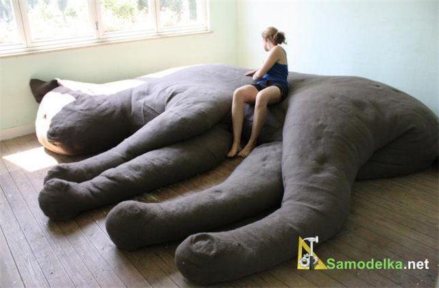 самодельный диван в форме кота - диванокот