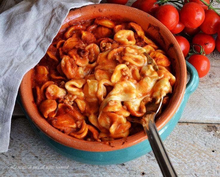 Orecchiette al forno con tanta mozzarella filante,un primo piatto saporito,semplice e gradito da grandi e piccini