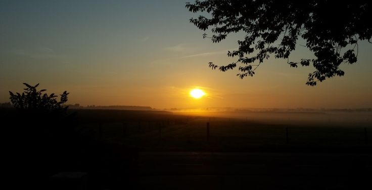zonsopkomst voor de deur  Bed and Breakfast Room With A View Klein Zundertseweg 22 Sprundel
