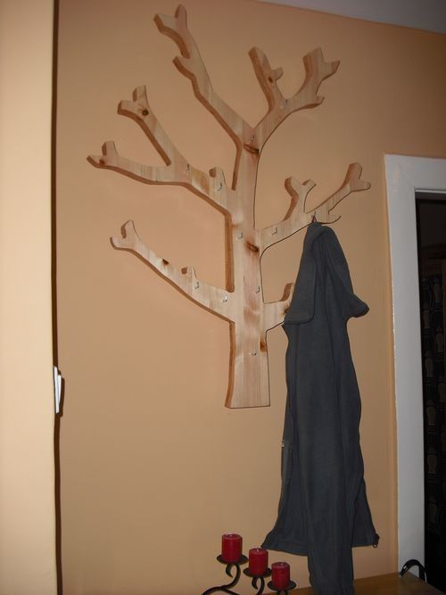Ezzel a fa formájú kalap- és kabáttartóval a legunalmasabb előszoba falfelületek is hangulatossá tehetők. Mivel kiemelkedik a fal síkjából, ezért nem csak előről, hanem oldalról is pakolhatóak rá a könnyebb ruhadarabok, sálak, sapkák, kesztyűk. A képen látható…
