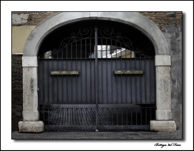 Cancello in ferro con oscuramento per privacy. Italian quality. Iron gate with dimming.