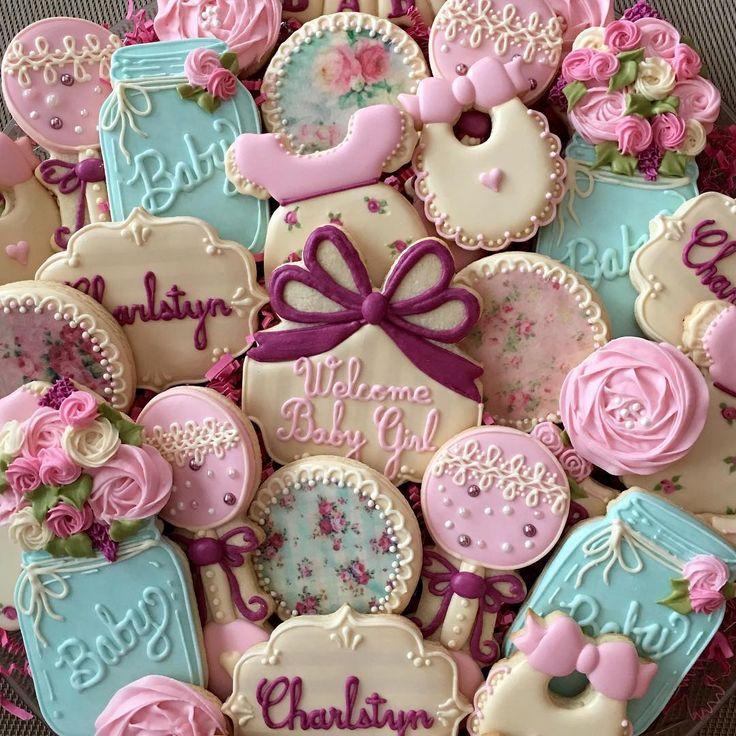 """375 Me gusta, 19 comentarios - Claudia Eichelberger (@claudiascreativecookies) en Instagram: """"Vintage baby shower cookies. #decoratedcookies #decoratedsugarcookies #cookiesofinstagram #cookies…"""""""