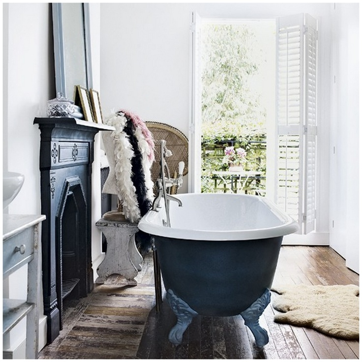 freestanding bath and fireplace - Victorian house in London ...