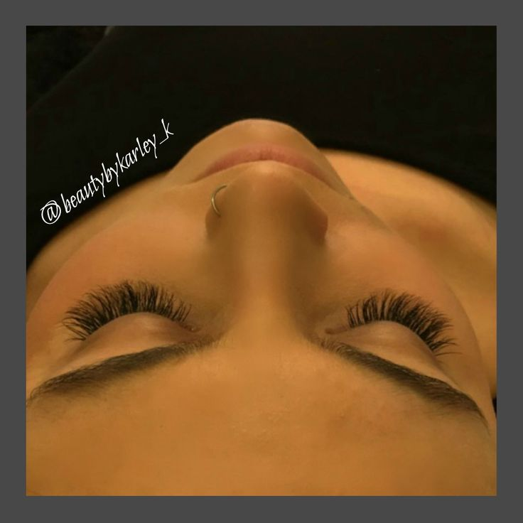 Semi-permanent eyelash extensions by @beautybykarley_k