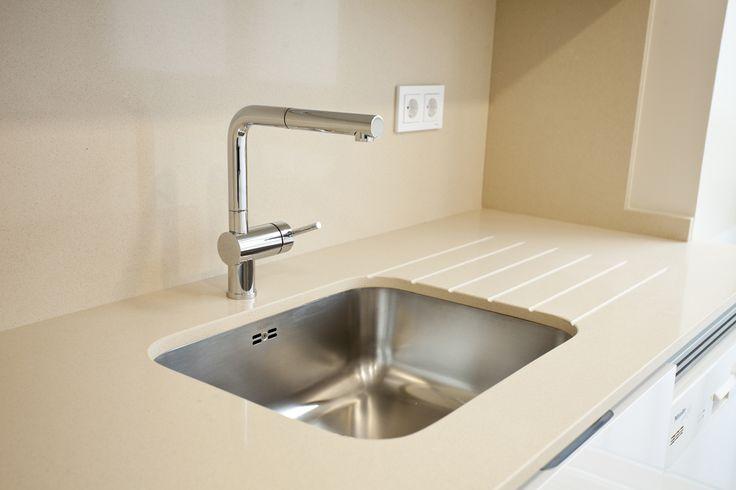 #Fregadero bajo-encimera de #compacto de #cuarzo en color arena. #kitchen #sink