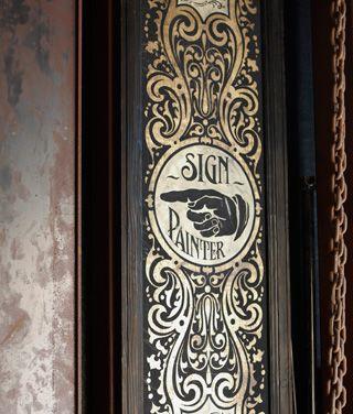 男の部屋、その実例集【1】Nuts Art Works(看板屋)、Nutsさんの場合──古いものがあるべきだ ( page 2 ) | GQ JAPAN