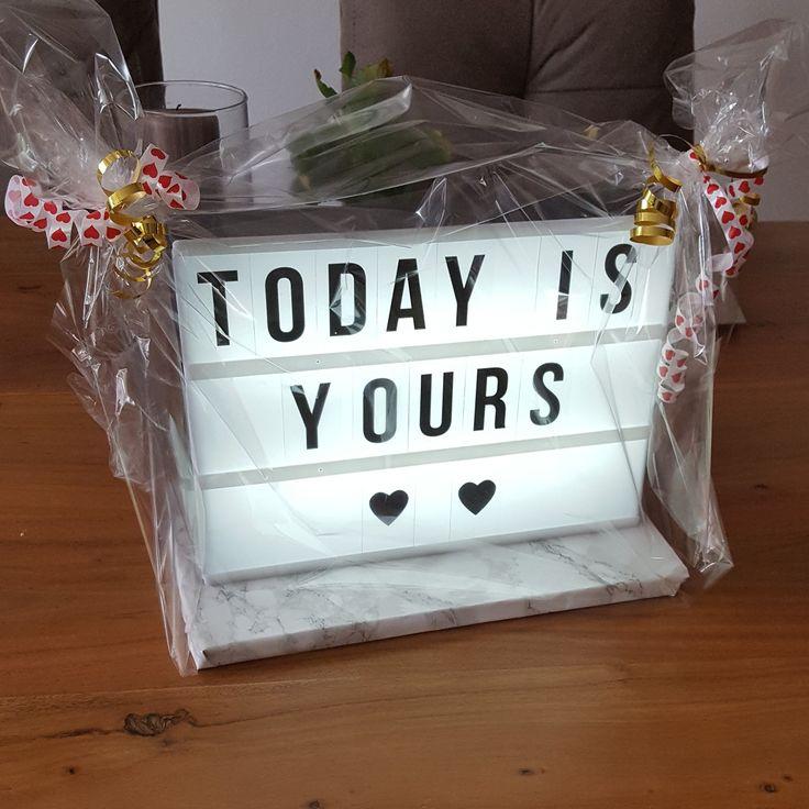 Geschenkidee zur Hochzeit. Mein Hochzeitsgeschenk für meine Freundin Karen: eine Leuchtbox mit einem passenden Spruch als Zugabe zum Geldgeschenk