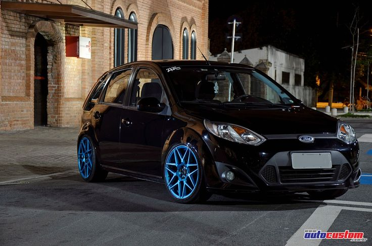 """Ford Fiesta Class, ano 2013, cor preta, de Henrique """"Boy"""" integrante do 272º Club. Customizações: Alisado (remoção de emblemas e frisos), rodas aro 17 de t"""