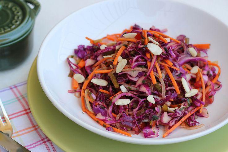 Receita de salada de repolho roxo com molho picante