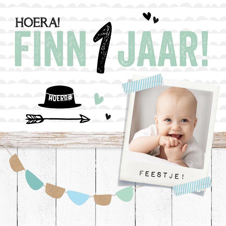 Kinderverjaardagskaart met slinger en hoedje. Makkelijk aan te passen met eigen foto van je zoontje!