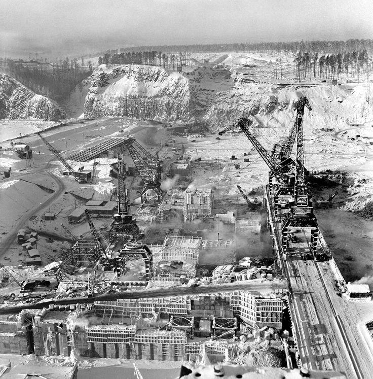 Строительство Братской ГЭС.