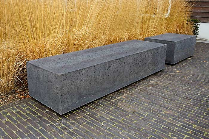 I love these stone benches. Simple and elegant