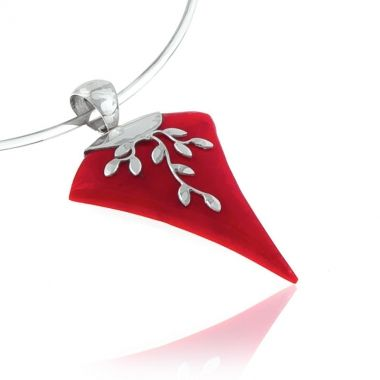 A 925 handmade silver pendant featuring an intense red coral gem, hand carved and shaped like an arrow. The red coral stone is set in an olive branch design, a symbol of peace and victory in ancient Greece. This coral silver pendant has a modern, timeless and classic style that will always be in fashion. The intense colour of the gemstone in contrast with the shiny sterling silver makes an eye-catching impression.