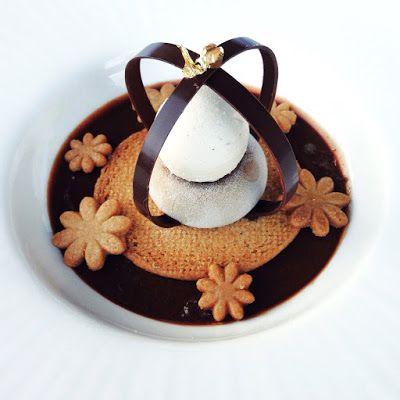 Il caffè d'autunno: ganache al cioccolato fondente 55%, frolla alla cannella e cardamomo (Fanella), panna cotta al caffè (Fanella), ganache montata al caffè bianco (ispirata ad una ricetta di fiorani)
