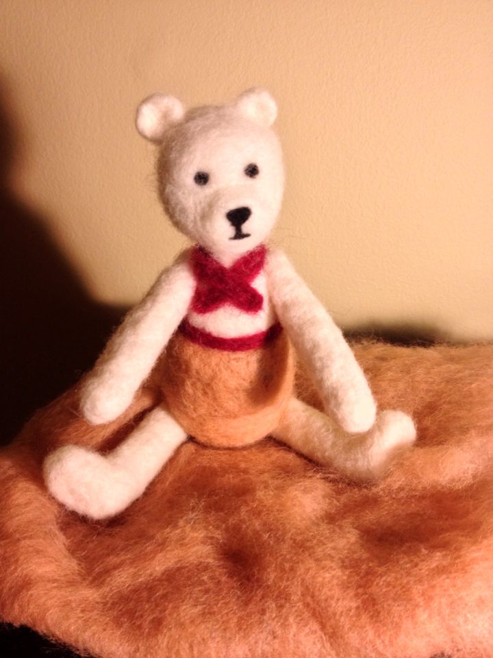 Needlefelted teddybear with moving legs and arms in wool :)