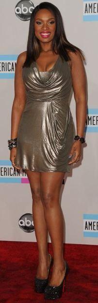 Who made Jennifer Hudson's gold dress and black platform pumps that she wore in Los Angeles on November 20, 2011? Dress – Jenny Packham  Shoes – Christian Louboutin