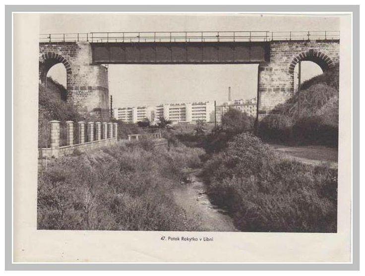 Dnes již snesený železniční most přes Rokytku. Zůstaly zachovány kamenné pilíře a zbytky náspu.