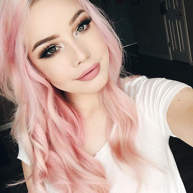 hi im aspen. im a makeup artist and i loveeeee tattoos and makeup. sam is my brother so yes i live trouble too. im very single. im 17 please come say hi! im pretty bitchy, i think its obvious that im a hot