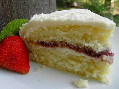 Vegan Thyme: Vegan White Cake with Raspberry Jam Filling