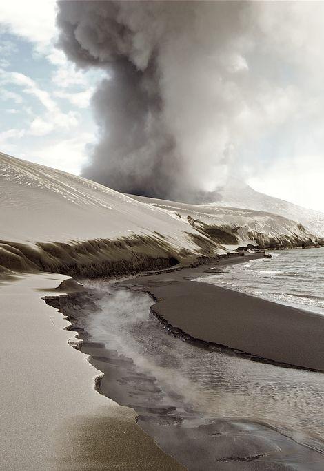 aandres:  volcanic ash dunes by Taro Taylor