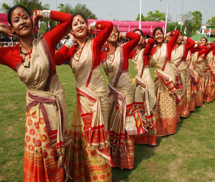 Beautiful dressing style of Assamese women. | FACES OF THE ... |North East Indian Clothing
