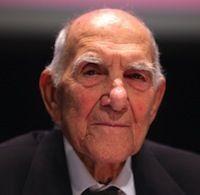 El escritor y pensador Stéphane Hessel ha muerto esta madrugada a los 95 años de edad, según informan este miércoles varios diarios franceses, como Le Monde o Liberation. La noticia ha sido dada a conocer por su esposa, Christiane Hessel-Chabry.