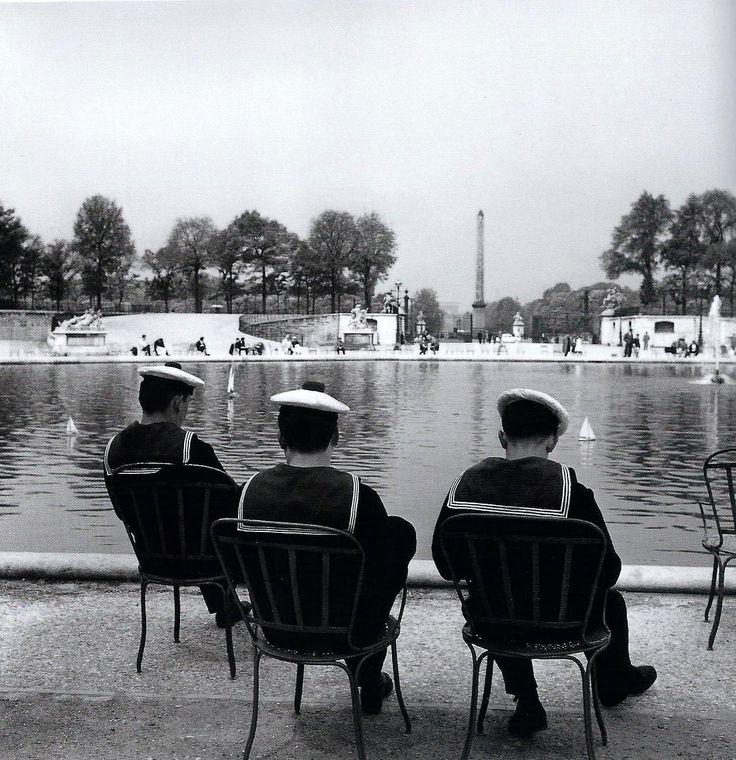 """Paris 1959 """"Jardin des Tuileries"""" Robert Doisneau...Venus de Brest ou de Toulon pour le défilé du 14 juillet?"""