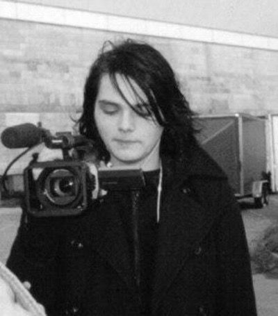 Young Gerard <<< How is it possible that young Gee looks exactly like 2016 Gee????? HOW??